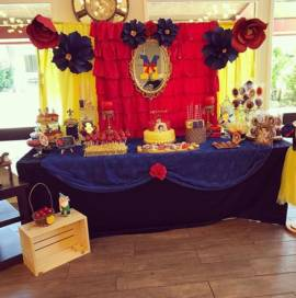 snow-white-candy-table-oc